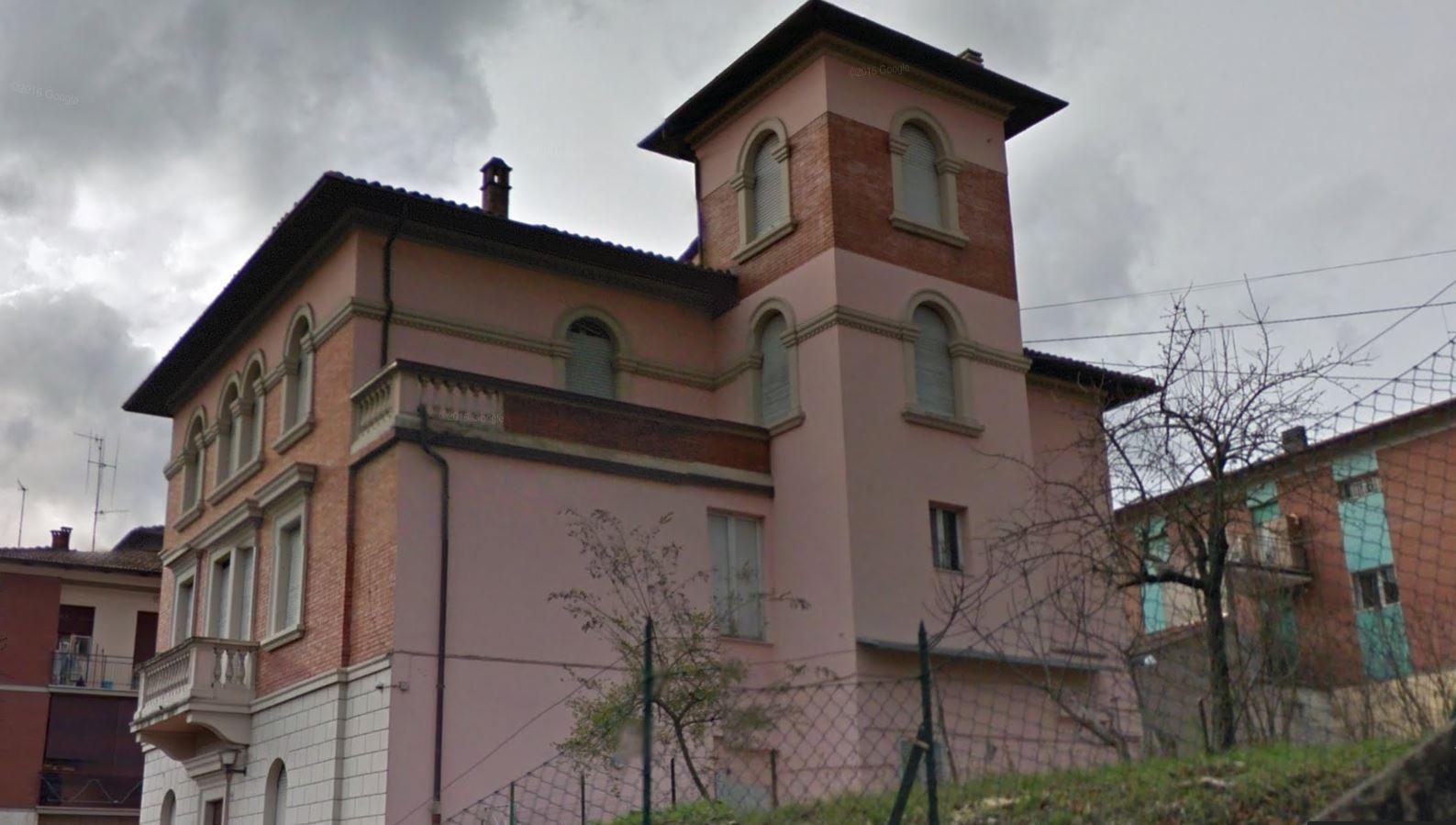 VILLINO D'EPOCA CON AMPIO GIARDINO, VERGATO RIF 218